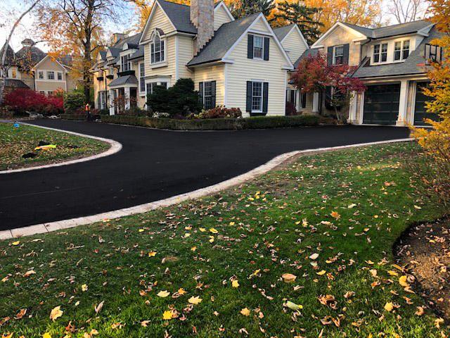 Residential-Asphalt-Driveway-Paving